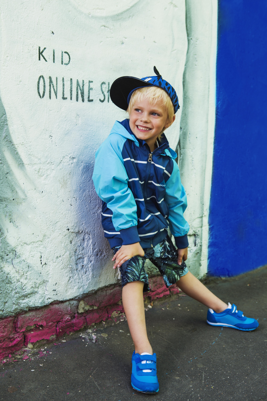 Куртка демисезонная  для мальчика ПолоскаДетские куртки<br>Ветровка Полоска из весенней линейки OLDOS отлично защитит Вашего маленького модника от весеннего ветра и дождика благодаря водонепроницаемой пропитке PU и водооталкивающему покрытию WR на ткани.<br><br>Размер: 116, 122, 128, 134<br>Цвет: Синий