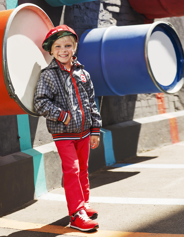 Куртка демисезонная для мальчика НелДетские куртки<br>Легкая и оригинальная ветровка Нел из весенней линейки OLDOS отлично защитит Вашего маленького модника от весеннего ветра и дождика благодаря водонепроницаемой пропитке PU и водооталкивающему покрытию WR на ткани.<br><br>Размер: 86, 92, 98, 104, 110<br>Цвет: Св.серый